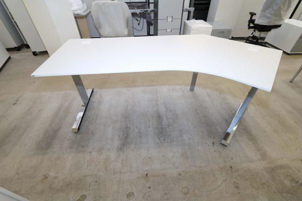 Sedus Temptation C Schreibtisch weiß mit 45 Grad Winkel Sicht von hinten