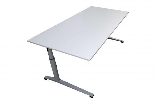 Steelcase Schreibtisch C-Fuß-gestell 180x90 cm weiß Schrägansicht