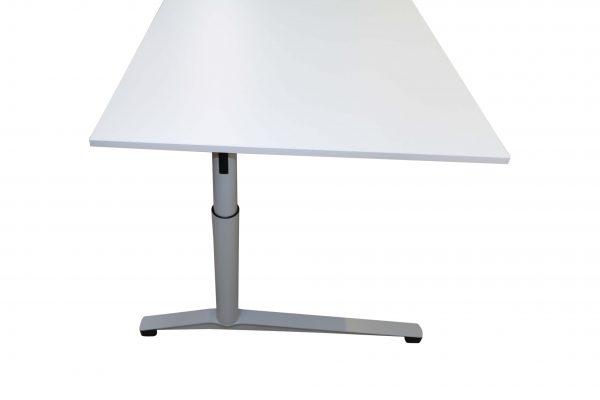 Steelcase Schreibtisch C-Fuß-gestell 180x90 cm weiß Seitenansicht