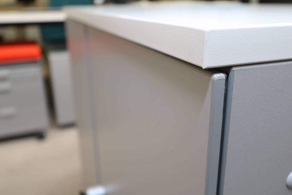 Steelcase Flügeltüren Sideboard 2 OH silbergrau weiß Detail