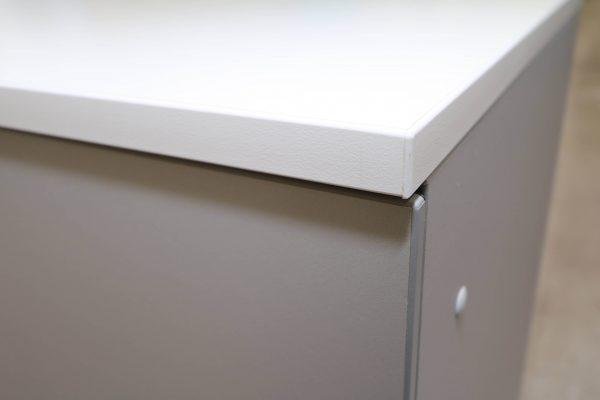 Steelcase Flügeltüren Sideboard 2 OH silbergrau weiß Kantenecke