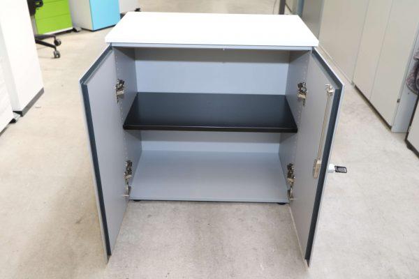 Steelcase Flügeltüren Sideboard 2 OH silbergrau weiß geöffnet