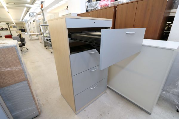 Steelcase Hängeregister Schrank 4OH Ahorn Silbergrau 1. Schublade geöffnet