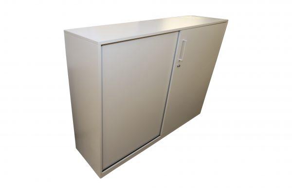 Steelcase Highboard weiß 3OH 160 cm breit Schrägansicht