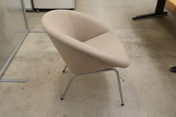 Steelcase Loungesessel Beige Seitenansicht vom Sessel