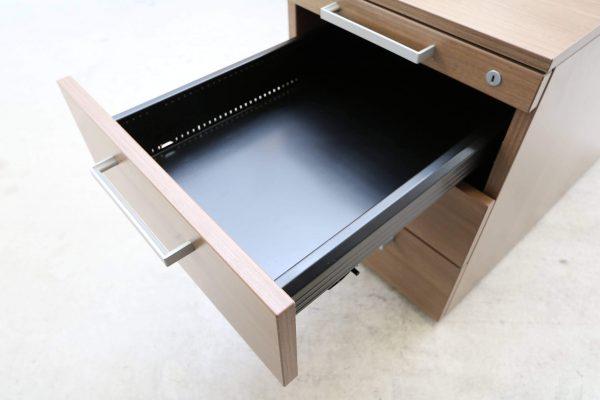 Steelcase Rollcontainer Nussbaum mit Schubladen obere Schublade