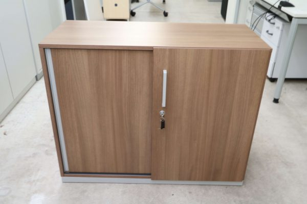 Steelcase Schiebetüren Sideboard Nussbaum 2OH 120 cm geschlossen Frontal