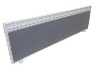 Steelcase Trennwand grau in schräger Ansicht