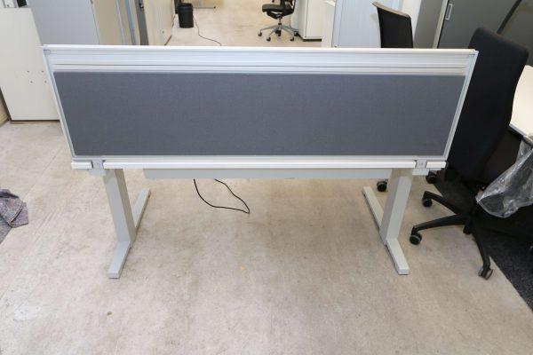 Steelcase Trennwand in grau von vorne