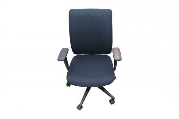 Steifensand Bürodrehstuhl schwarz mit hoher Rückenlehne Frontalansicht