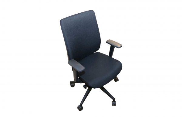 Steifensand Bürodrehstuhl schwarz mit hoher Rückenlehne Schrägansicht