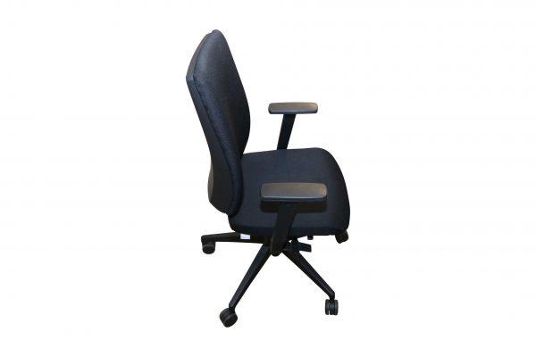 Steifensand Bürodrehstuhl schwarz mit hoher Rückenlehne Seitenansicht