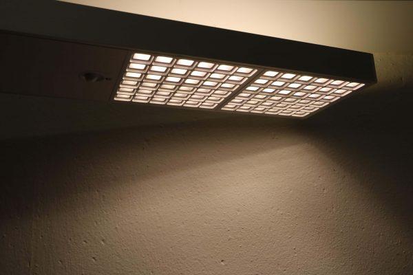 Tobias Grau LED Stehleuchte weiß grau Downlights an 2
