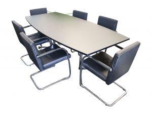 USM Kitos Konferenztisch Fassform schwarz chrom mit Stühlen