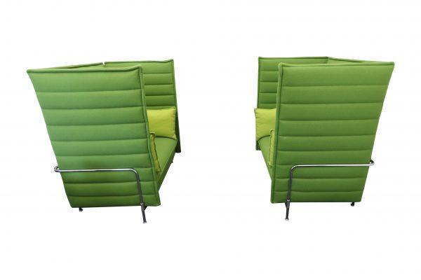 Vitra Alcove Highback Love Seat Lasergrün mit komplettem Kissensatz Doppelansicht