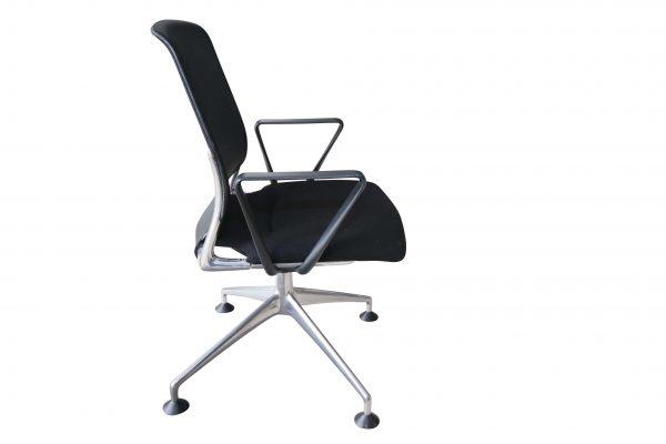 Vitra Meda Conference Chair schwarz Netzrücken seitlich