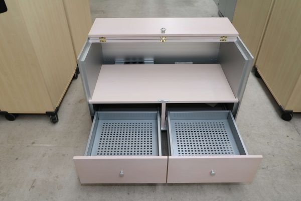 Vitra Medienmoebel Aluminium Echtholz komplettansicht von innen