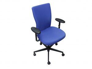 Vitra T-Chair Drehstuhl in blau mit Armlehnen