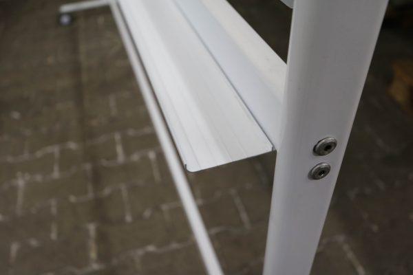 whiteboard-lang-roll-und-drehbar-weiss Verarbeitung