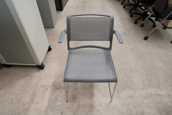Wilkhahn Aline Stapelstuhl 2 Stück im Paket grauer Stuhl von vorne