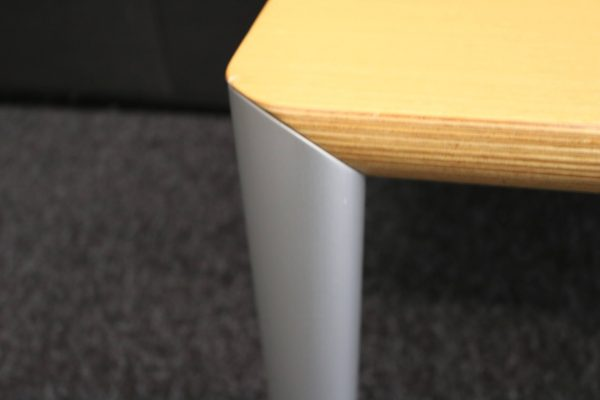 Wilkhahn Beistelltisch Cubis 830/10 in Buche-Furnier Tischbein