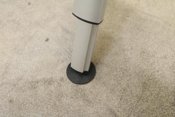 Wini Schreibtisch mit Rollcontainer Rollcontainer Detail Fuß