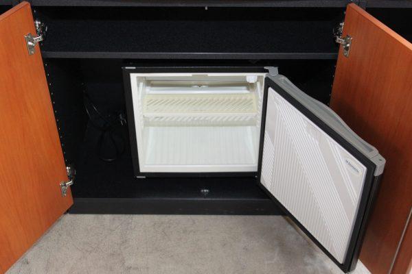 Wini Sideboard mit Minibar geöffnet