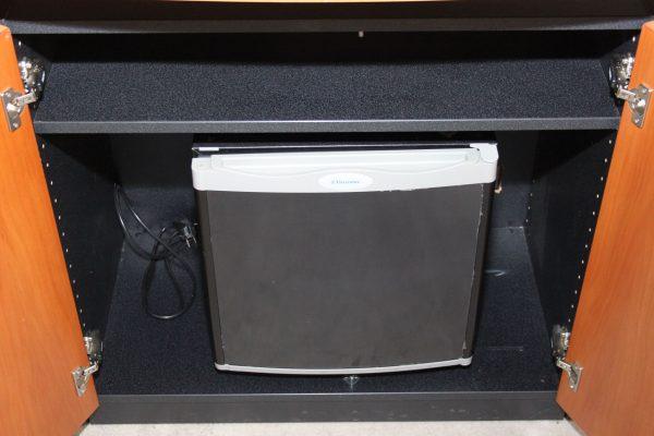 Wini Sideboard mit Minibar geschlossen